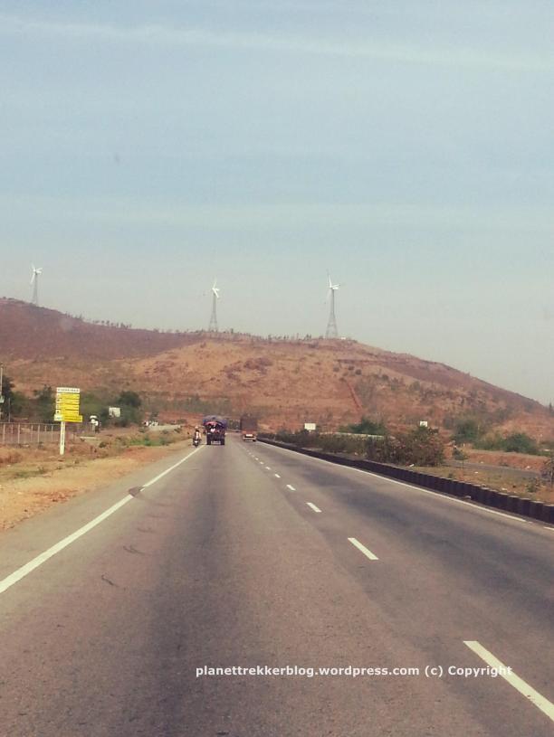 The 4-lane roads heading towards Chitradurga