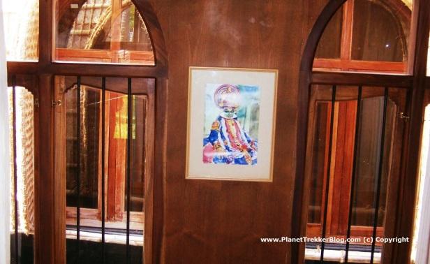 Art work inside the houseboat2