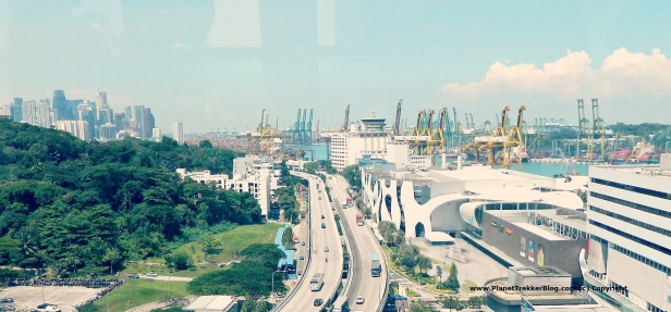Cable car drive to Sentosa 7